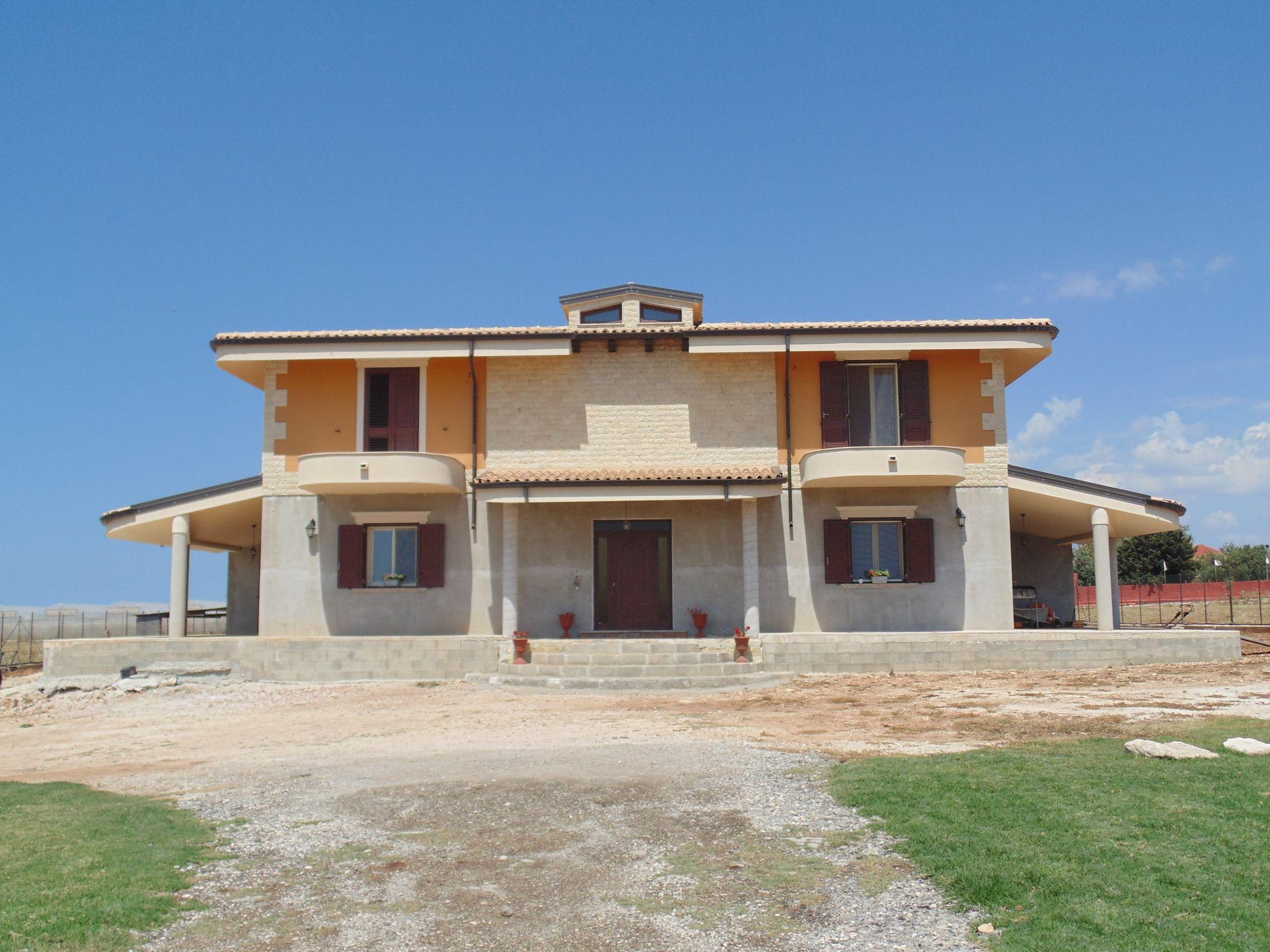 Elegante villa che gode di una vista incantevole, situata nei pressi delle meravigliose spiagge dell