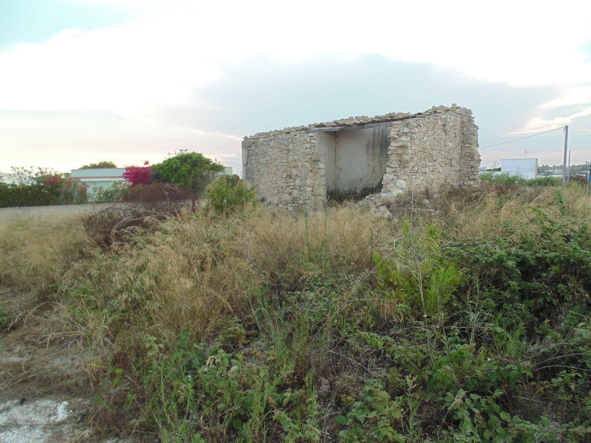 Terreno con rustico in contrada Costa dell