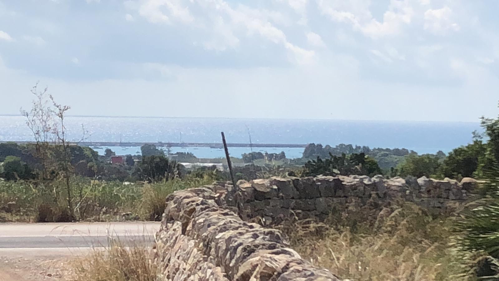 Terreno agricolo di mq 3.000 circa con progetto approvato e basamento di costruzione realizzato, zona panoramica con vista mare  ...