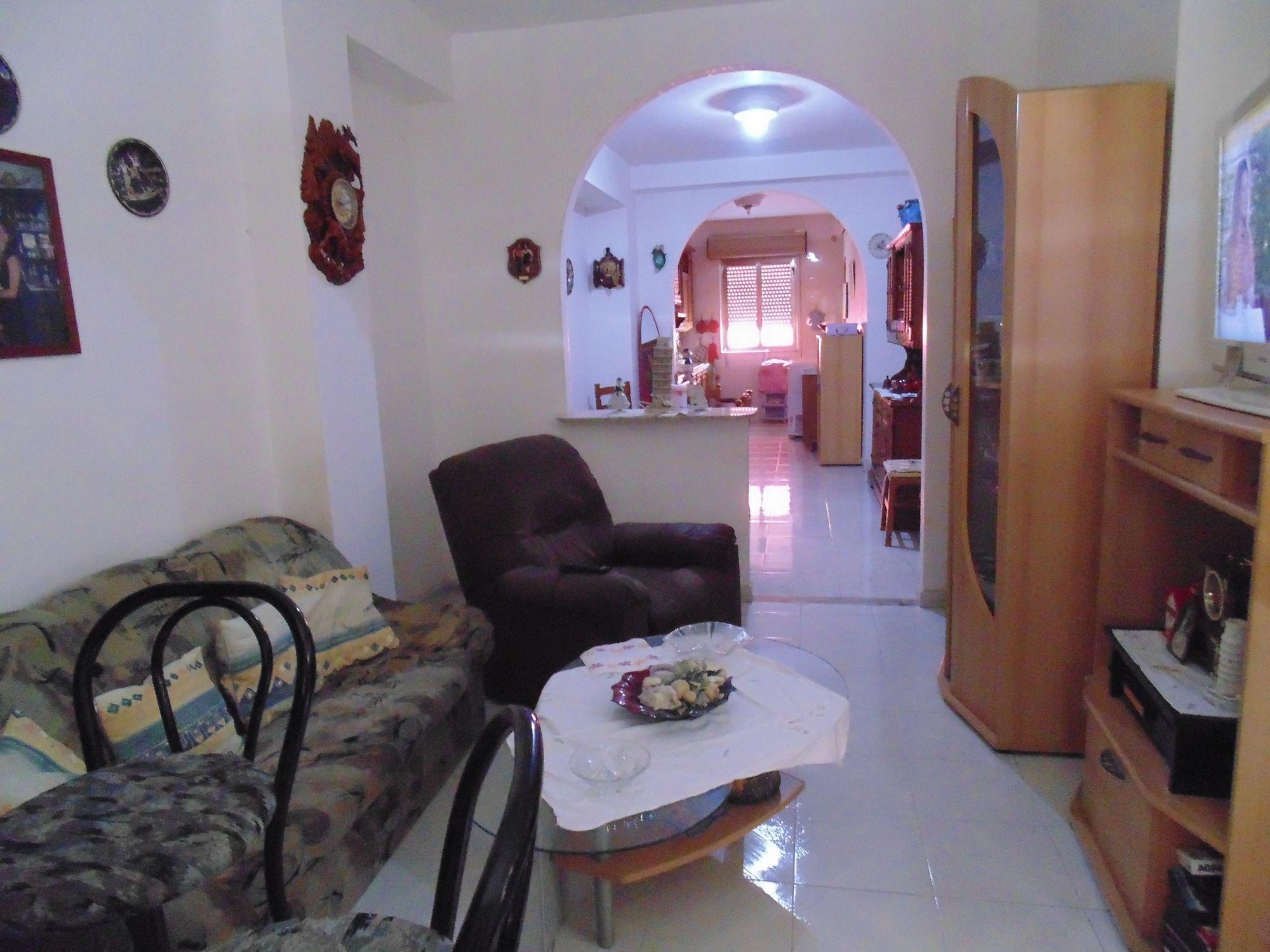 Casa singola su quattro livelli, con tre appartamenti indipendenti da 80 mq ciascuno.  Al piano ter  ...