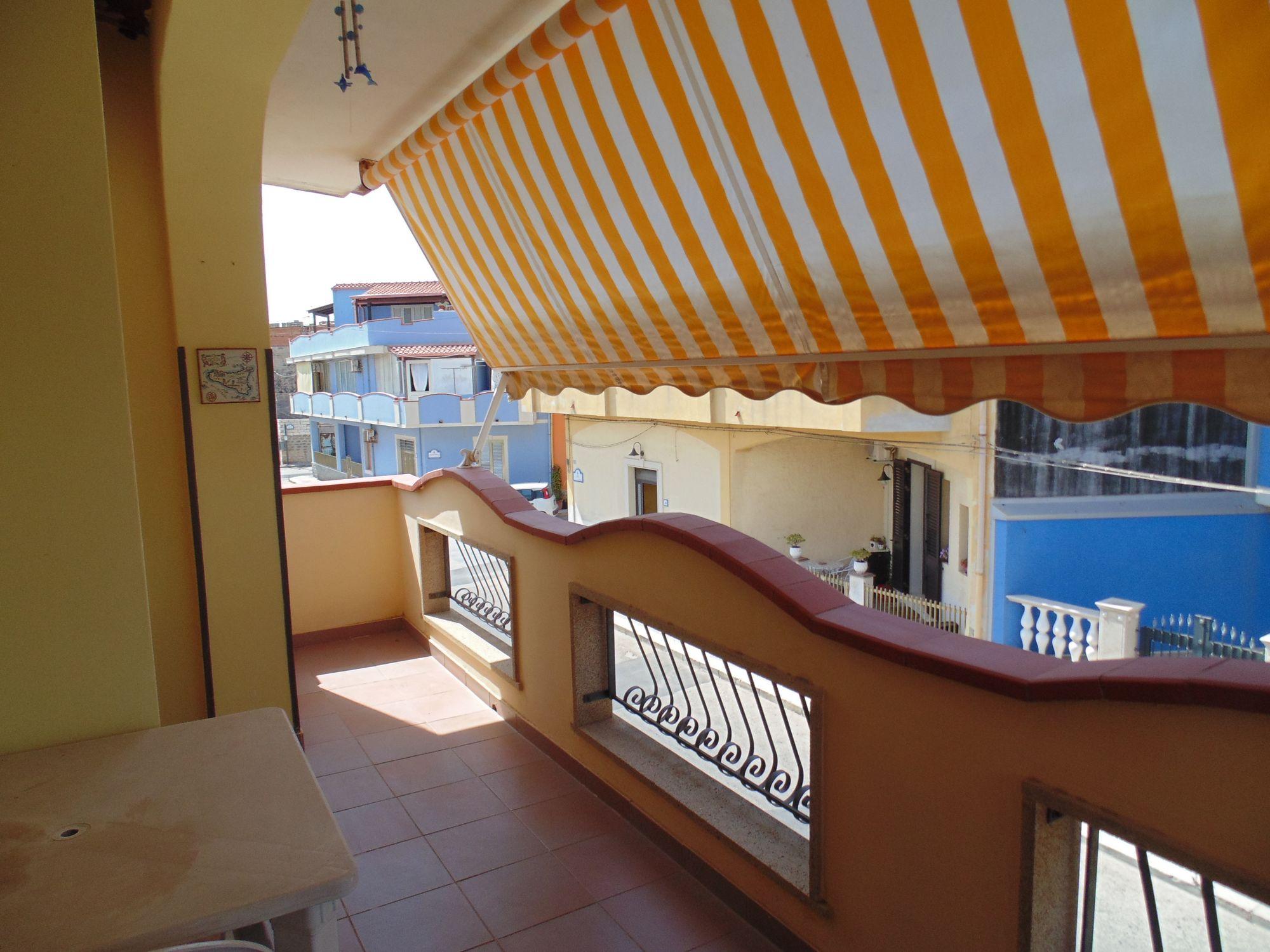 Appartamento al primo piano con ingresso indipendente, in ottime condizioni e con vista mare il qual  ...
