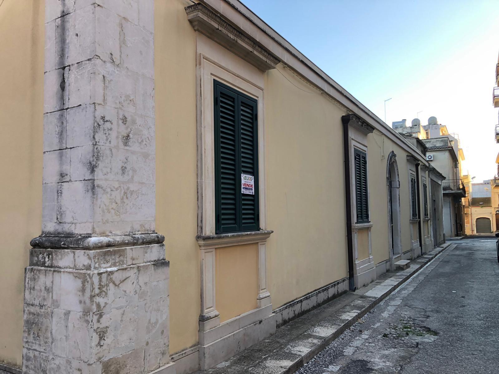 Casa singola, in ottimo stato e con ottime rifiniture, a pochi passi dalla centrale piazza Garibaldi. L