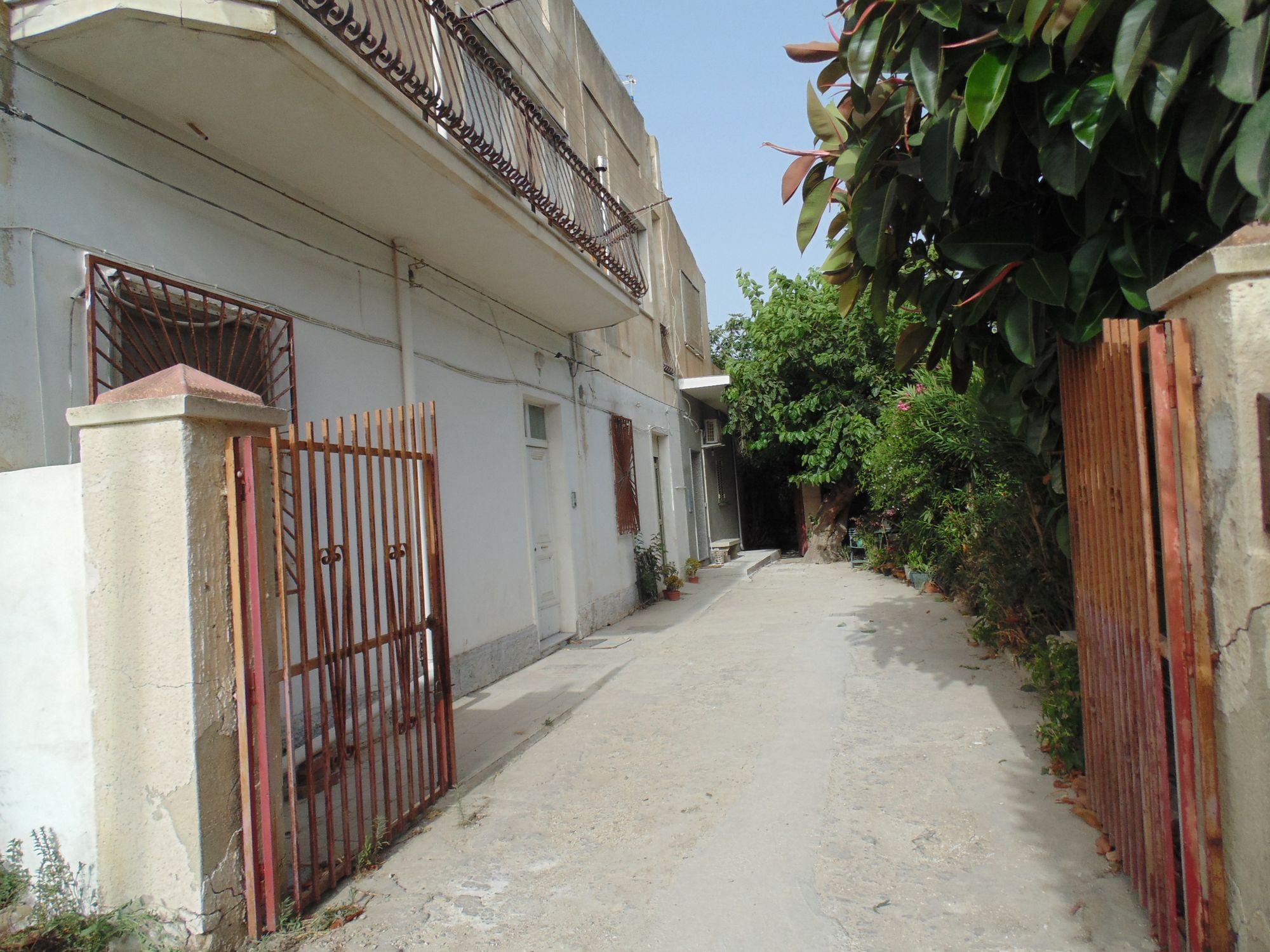 Appartamento al piano terra con ingresso indipendente con terreno di pertinenza mq 2.500. L