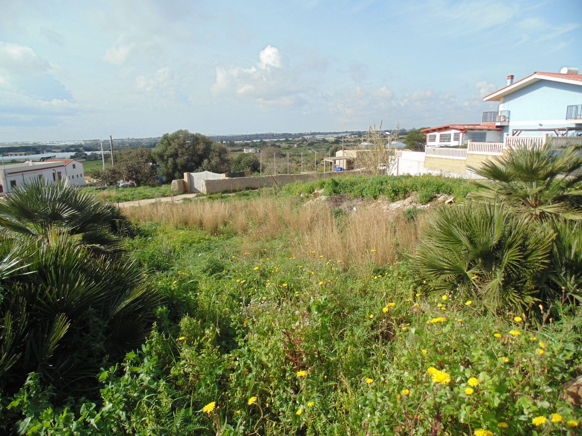 Lotto edificabile di 114 mq, situato in zona panoramica.   ...