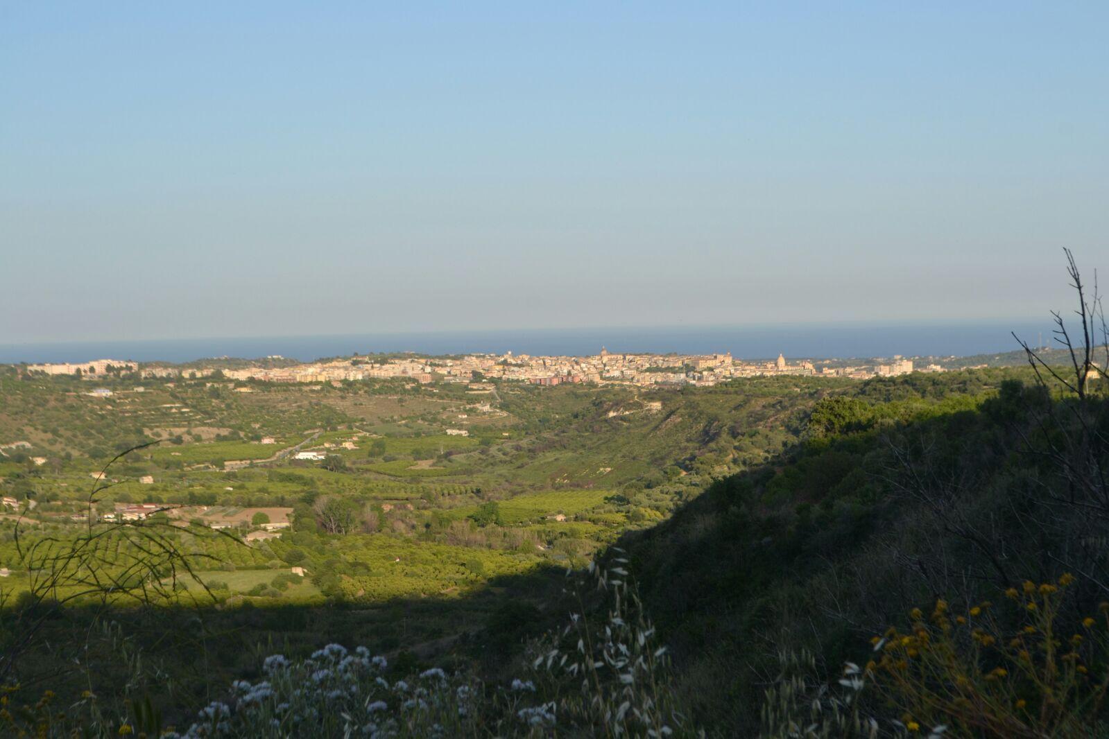 Terreno panoramico di 11 ettari circa con caseggiato abitabile di 250 mq  ...
